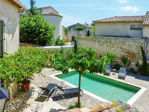 Holiday home Avenue Montmajour : Guest accommodation near Verquières