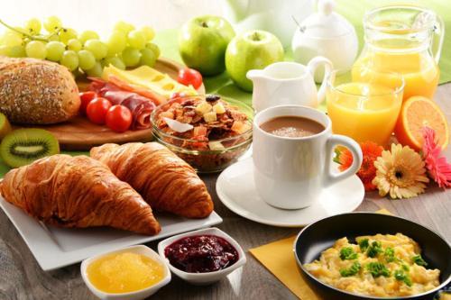 Les Hirondelles Chambres d'Hôtes : Bed and Breakfast near Saint-Genis