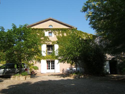 Gites Domaine d'En Baleux : Guest accommodation near Lagardiolle