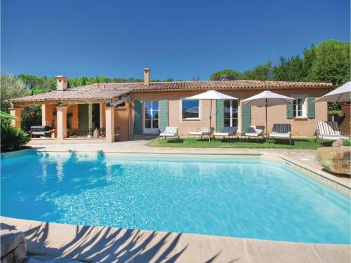 Six-Bedroom Holiday Home in Lorgues : Guest accommodation near Lorgues