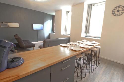 Calme en centre ville Appartement , spacieux et rénové à 50m de la Place Carnot : Apartment near Pennautier