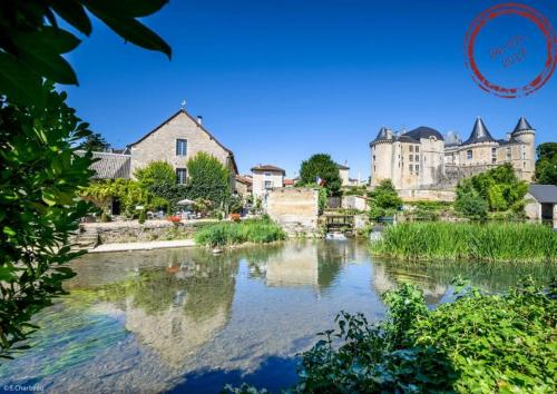 Rue des Douves : Guest accommodation near Beaulieu-sur-Sonnette