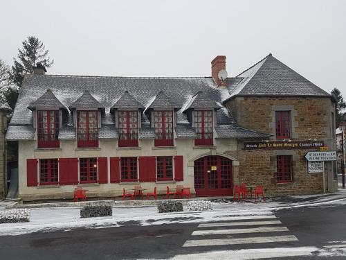 Pub Le Saint Georges : Bed and Breakfast near Saint-Georges-de-Gréhaigne