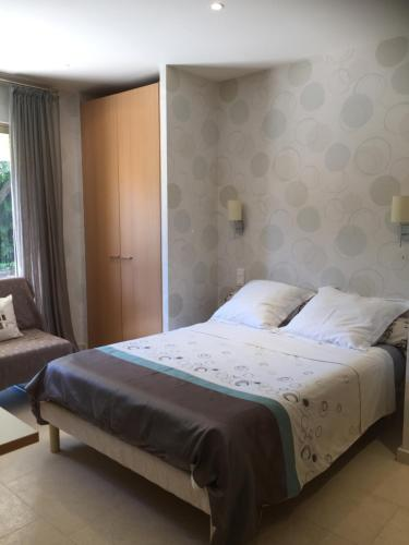 Double Room in a Villa : Guest accommodation near Biot