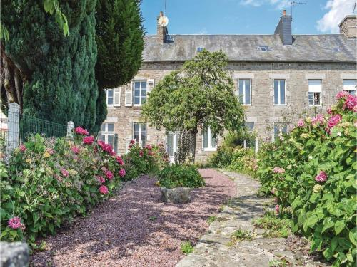 Two-Bedroom Holiday Home in Le Beny Bocage : Guest accommodation near La Rocque