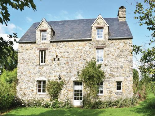Four-Bedroom Holiday Home in Monthuchon : Guest accommodation near Muneville-le-Bingard