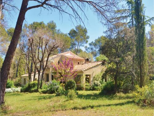 Four-Bedroom Holiday Home in Le Puy Sainte Reparade : Guest accommodation near Le Puy-Sainte-Réparade
