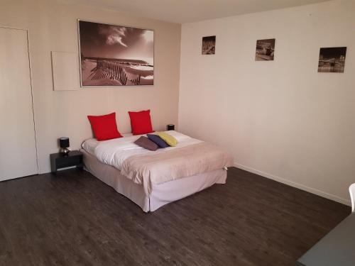 Neoresid - Résidence Mayol : Apartment near Le Revest-les-Eaux