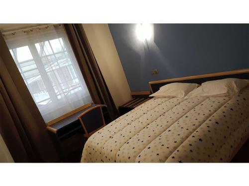 Modern'Hotel : Hotel near Bellaing