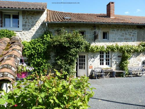 La Vieille Maison de Pensol : Bed and Breakfast near Gorre
