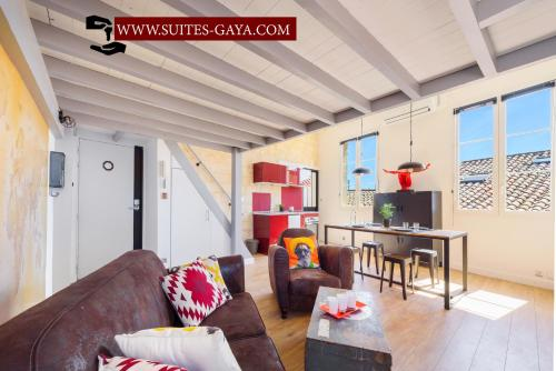 Rare Loft vue sur les toits - Suites Gaya Centre Historique : Apartment near Montpellier