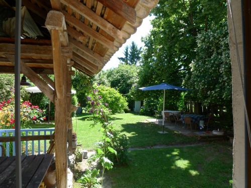 Maison d'hotes Le Jardin : Guest accommodation near Lhuis