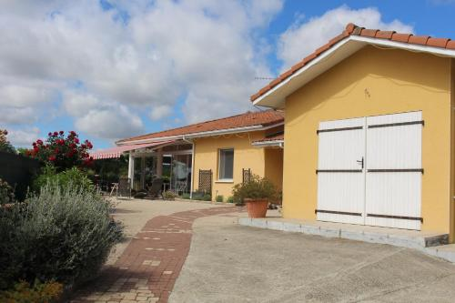 La Nouste Maisoun : Bed and Breakfast near Bahus-Soubiran