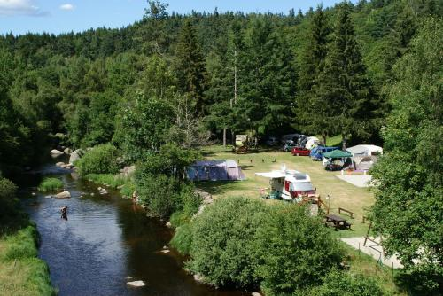 Camping Eco-responsable du Pont de Braye : Guest accommodation near Saint-Étienne-du-Vigan