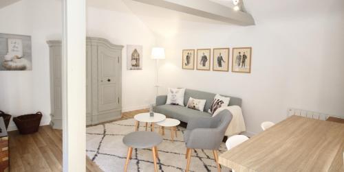 Appartements La Fontaine et La Terrasse : Apartment near Theix