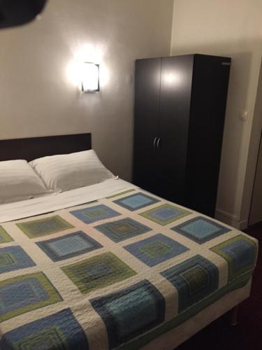 Hotel Chevallier : Hotel near Asnières-sur-Seine