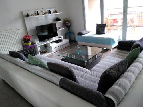 Appartement F3 avec Parking privée : Apartment near Vénissieux