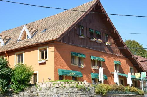 Logis Auberge Du Tuye : Hotel near Fuans