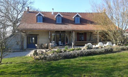 B&B Les Vernelles : Bed and Breakfast near Bourbon-l'Archambault