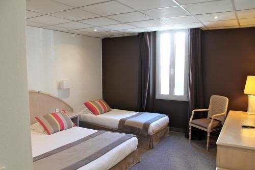 Hôtel de Flore : Hotel near Saint-Raphaël