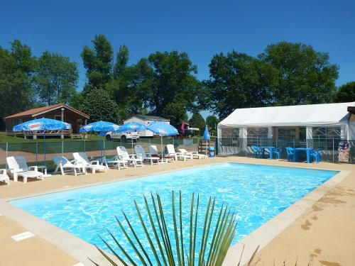 Camping Des Papillons : Guest accommodation near Ébreuil