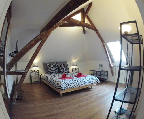 Alex Guest House : Bed and Breakfast near Bissières