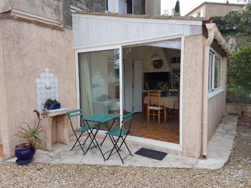 Les Cavaliers du Soleil : Apartment near Carqueiranne
