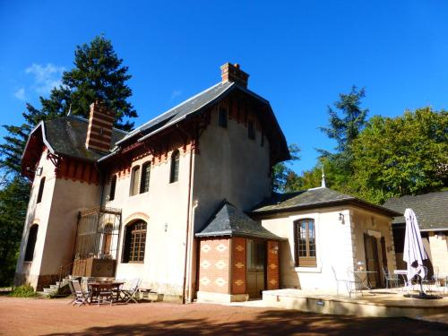 Le Manoir sur la Roche : Bed and Breakfast near Saint-Racho