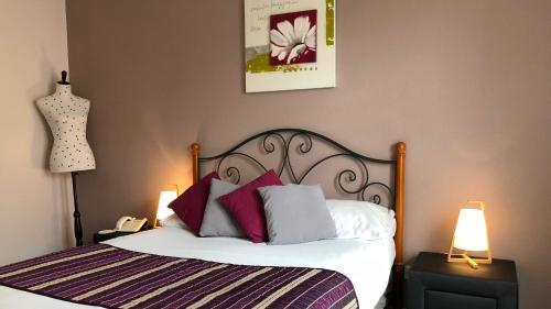 Logis Hotel Les Cordeliers : Hotel near Saint-Martin-Curton