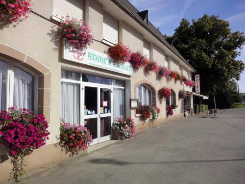 Hotel Restaurant La Grenouillère : Hotel near Saint-Georges-de-Chesné