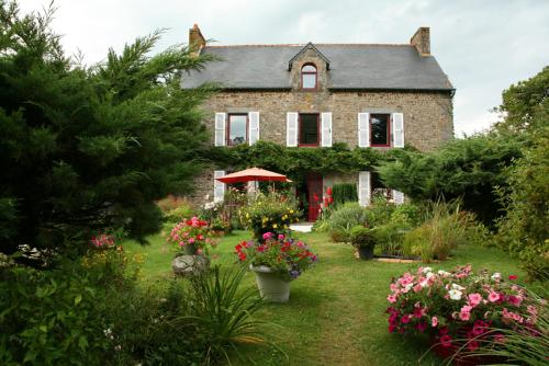 Chambres d'Hôtes de la Barrerie : Bed and Breakfast near Tinténiac