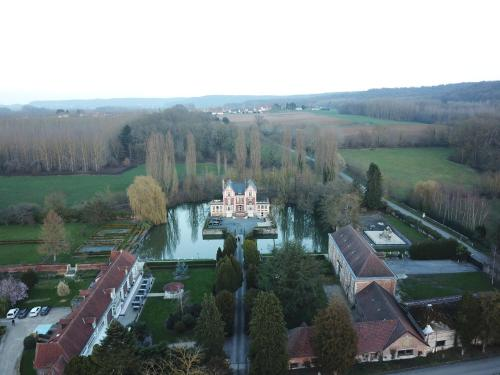 Chateau de Quesmy : Bed and Breakfast near Grandrû