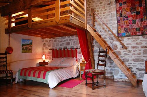 Maison d'hotes - Porte de Besse : Guest accommodation near Accons