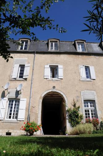 Le Couvent en Bazois : Bed and Breakfast near Champallement