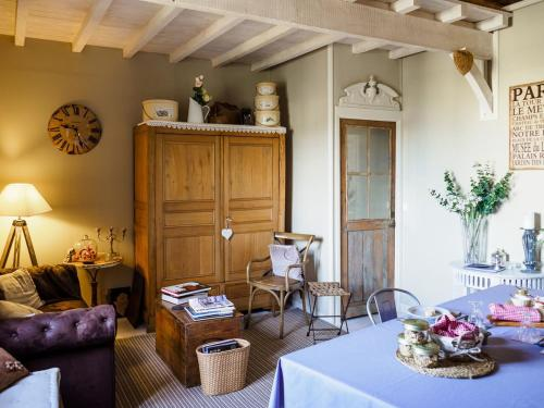Le Doyenné : Bed and Breakfast near Mazières-Naresse
