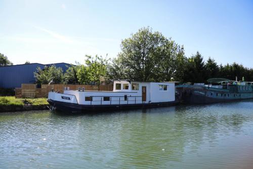 Péniche Mon'ro : Guest accommodation near Rottelsheim
