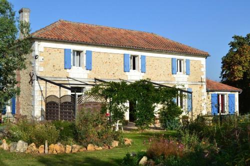 La Maison Du Pompinaud : Bed and Breakfast near Marillac-le-Franc
