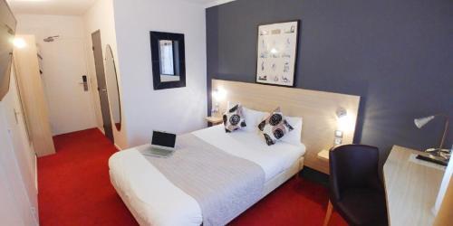 Hotel Altina : Hotel near Saint-Ouen-Marchefroy