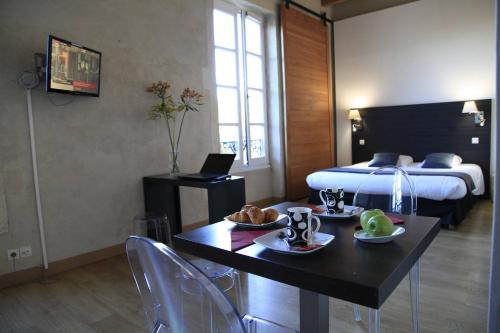 Odalys City Nîmes Le Cheval Blanc : Guest accommodation near Caissargues