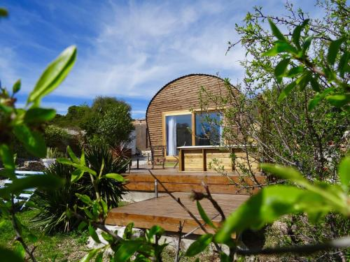 Tilley Lounge Cocoon : Guest accommodation near Caves