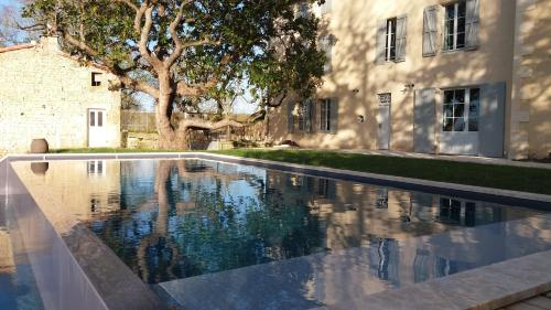 Les Demeures de Valette : Bed and Breakfast near Saint-Martin-de-Saint-Maixent