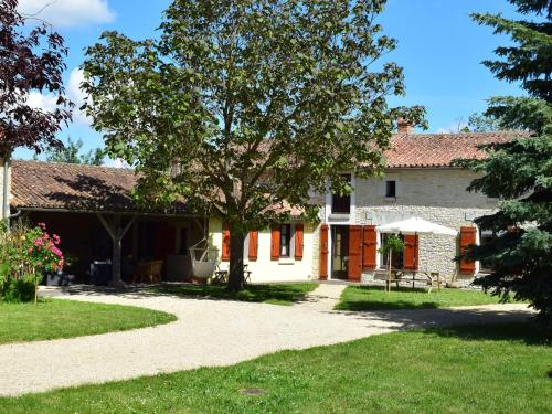 Holiday home Le Mas De La Dive : Guest accommodation near Mazeuil