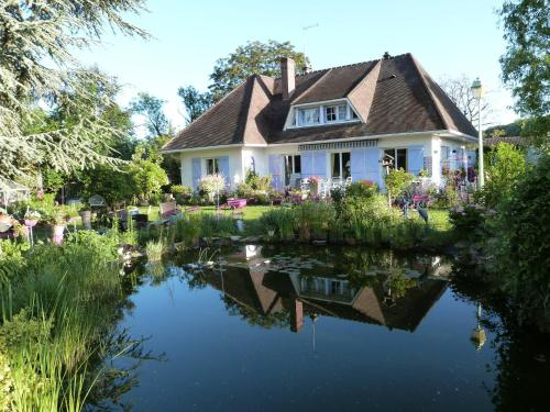 Le Jardin de Marie-Jeanne : Bed and Breakfast near Glatigny