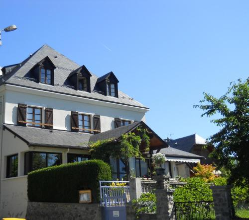 Hôtel Les Rochers : Hotel near Adast