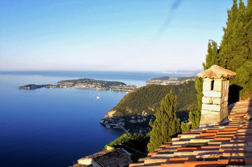 La Suite du Village d'Eze : Bed and Breakfast near Drap