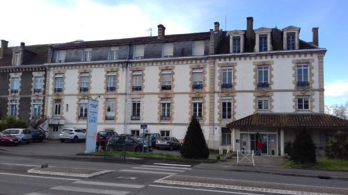 Hôtel Labat anciennement clinique Labat : Hotel near Sault-de-Navailles