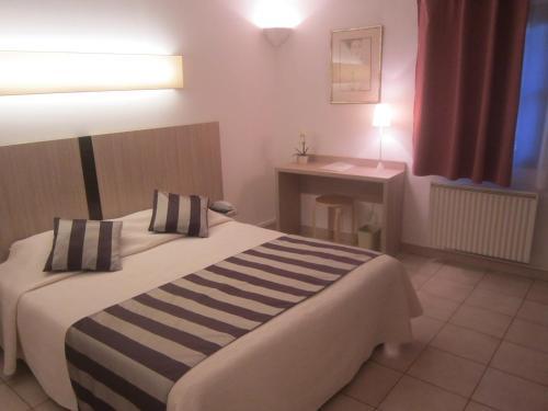 La Taverne : Hotel near Saint-Quentin-la-Poterie