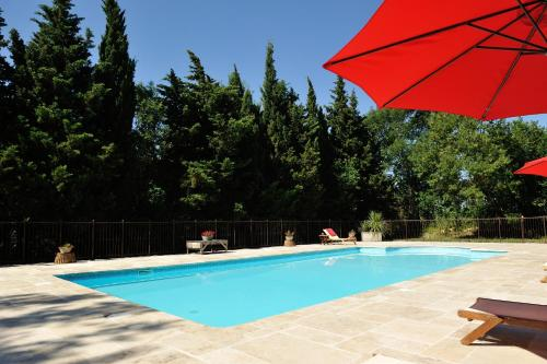 Gîtes Domaine des Machottes : Guest accommodation near Salon-de-Provence