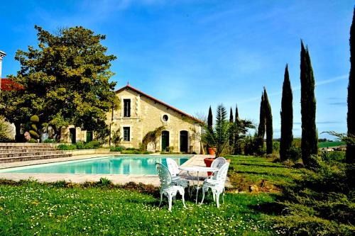 La maison du jardinier : Guest accommodation near Saint-Avit