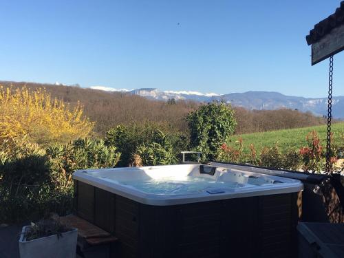 Maison d'hôte le Val des Sens : Guest accommodation near Thodure